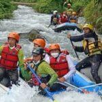 Menkop dan UKM, Teten Masduki mencoba tantangan arung jeram di Aceh Tengah