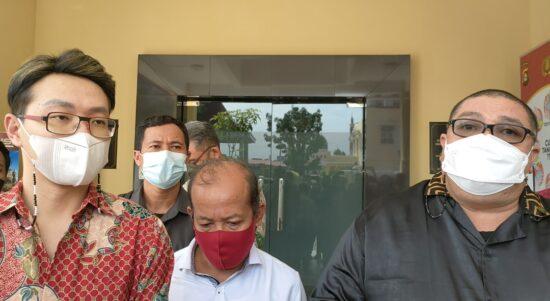 Kuasa hukum dr Richard Lee, Razman Arif Nasution SH saat melapor ke Mapolda Sumsel