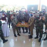 Kapolres Abdya saat mendapat kejutan di peringatan HUT ke-75 Bhayangkara