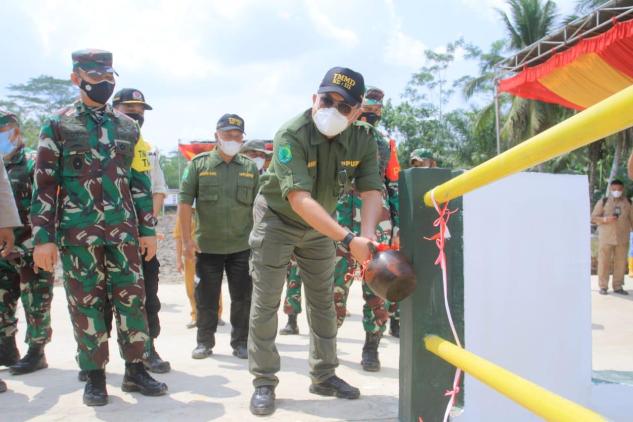 Kepala Daerah Inovatif tersebut saat mendampingi Kunjungan Tim WASEV TNI Manunggal Membangun Desa (TMMD) ke-111 Tahun Anggaran 2021 di Kecamatan Lalan, Rabu (7/7)