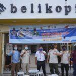 Satuan Pol PP dan Damkar OKI saat memberikan himbaun kepada pengelola rumah makan, café dan restoran di Kecamatan Kayuagung, Rabu (07/7)
