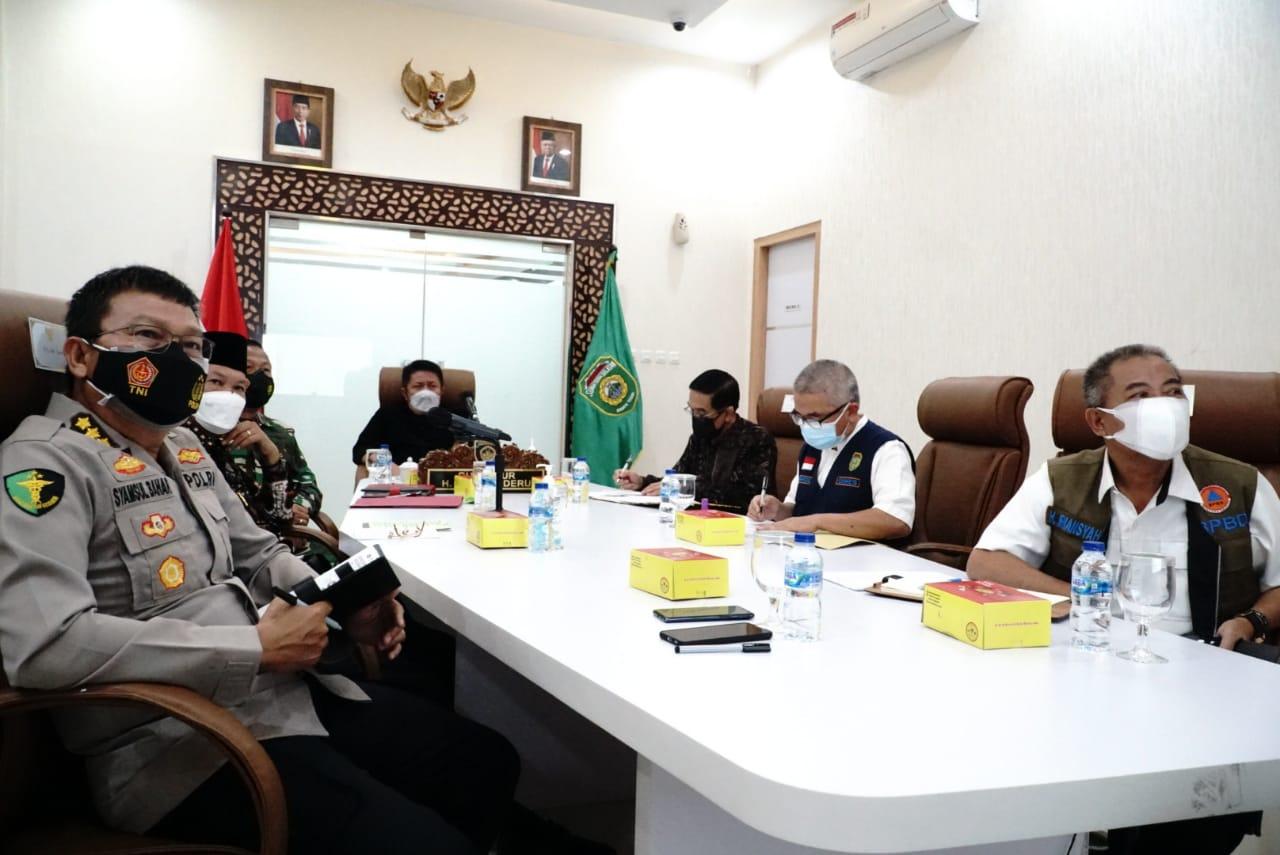 Gubernur Sumsel, H Herman Deru mengikuti rapat koordinasi evaluasi PPKM bersama Menko Perekonomian, Sabtu (17/7)