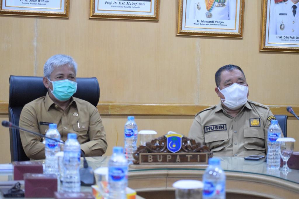Pemkab AOKI mengikuti rakor bersama Presiden, Jokowi secara virtual di Kayuagung, Senin, (19/7) lalu
