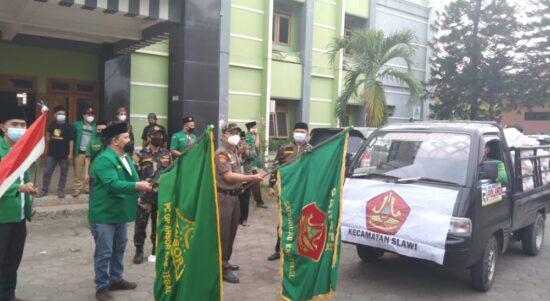 GP Ansor Kabupaten Tegal memberikan bantuan sembako bagi warga terdampak PPKM Darurat
