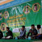 Gus Farhan santuni 78 anak yatim Aula Pondok Pesantren Hasyim Asy'ari, Kecamatan Tarub, Kabupaten Tegal, Sabtu (21/8)