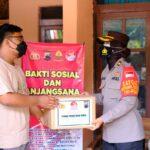 Eksnarapidana teroris menerima bantuan dari Polres Tegal, Selasa (24/8)