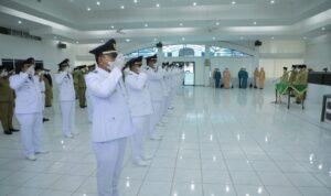Bupati Asahan H Surya BSc melantik dan mengambil sumpah 49 orang Pejabat Administrator, Jumat (3/9)