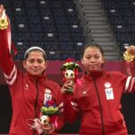 Pasangan tunggal putri para badminton Indonesia, Leani Ratri Oktila/Khalimatus Sadiyah meraih medali emas pada Paralimpiade Tokyo 2020, Sabtu (4/9) malam