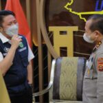 Gubernur Sumsel, H Herman Deru bersama Kapolda Sumsel Irjen Pol Drs Toni Hermanto MH