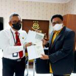 Asisten Perdata dan Tata Usaha (Asdatun) Kejati Sumut, Dr Prima Idwan Mariza SH MHum bersama Ketua Jaringan Media Siber Indonesia (JMSI) Sumut, Rianto Aghly