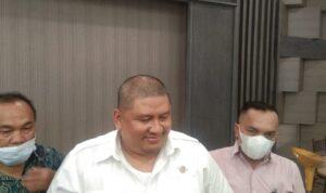 Ketua TIm Nawacita Presiden RI, Ruri Jumar usai konferensi pers, Jumat (17/9) sore di Bukit Golf and Resto