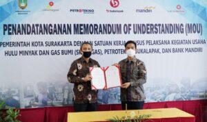 Deputi Dukungan Bisnis SKK Migas, Rudi Satwiko dan Walikota Surakarta, Gibran Rakabuming Raka, Jum'at (17/9) di Solo Technopark (STP), Solo