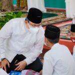 Bupati Musi Banyuasin, Dr H Dodi Reza Alex Noerdin berbincang bersama santri Ponpes Salamun Aitam