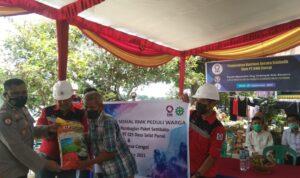 PT Rantai Mulia Kencana (RMK) Energy bersama Ikatan Solidaritas Warga Gandus (IKOWDUS) membagikan paket sembako ke warga Gandus, Senin (27/9)