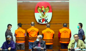 Komisi Pemberantasan Korupsi menggelar konferensi pers terkait operasi tangkap tangan di wilayah Pekab Muba, Sabtu (16/10) sore