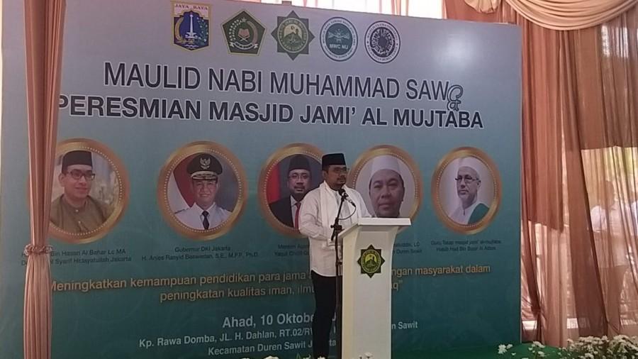 Menag Yaqut Cholil Qoumas memberikan sambutan dalam acara Peresmian Masjid Al Mujtaba, Jakarta, Minggu