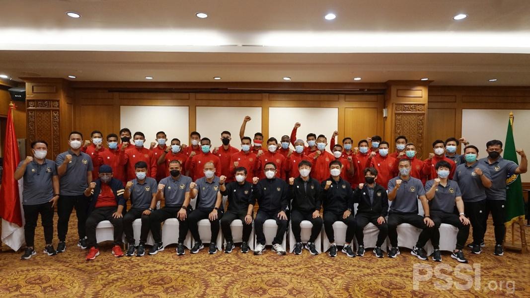 Pemain tim nasional Indonesia bersama Exco PSSI
