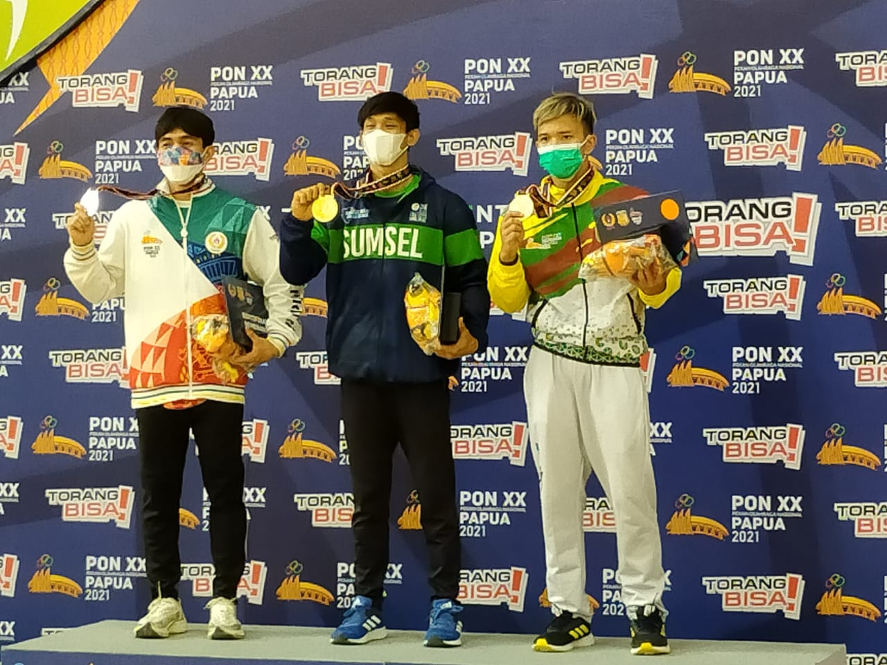 Atlet senam asal Sumatra Selatan, Fajar Ali berhasil meraih medali emas pertama pada pelaksanaan PON XX Papua, Minggu (3/10).
