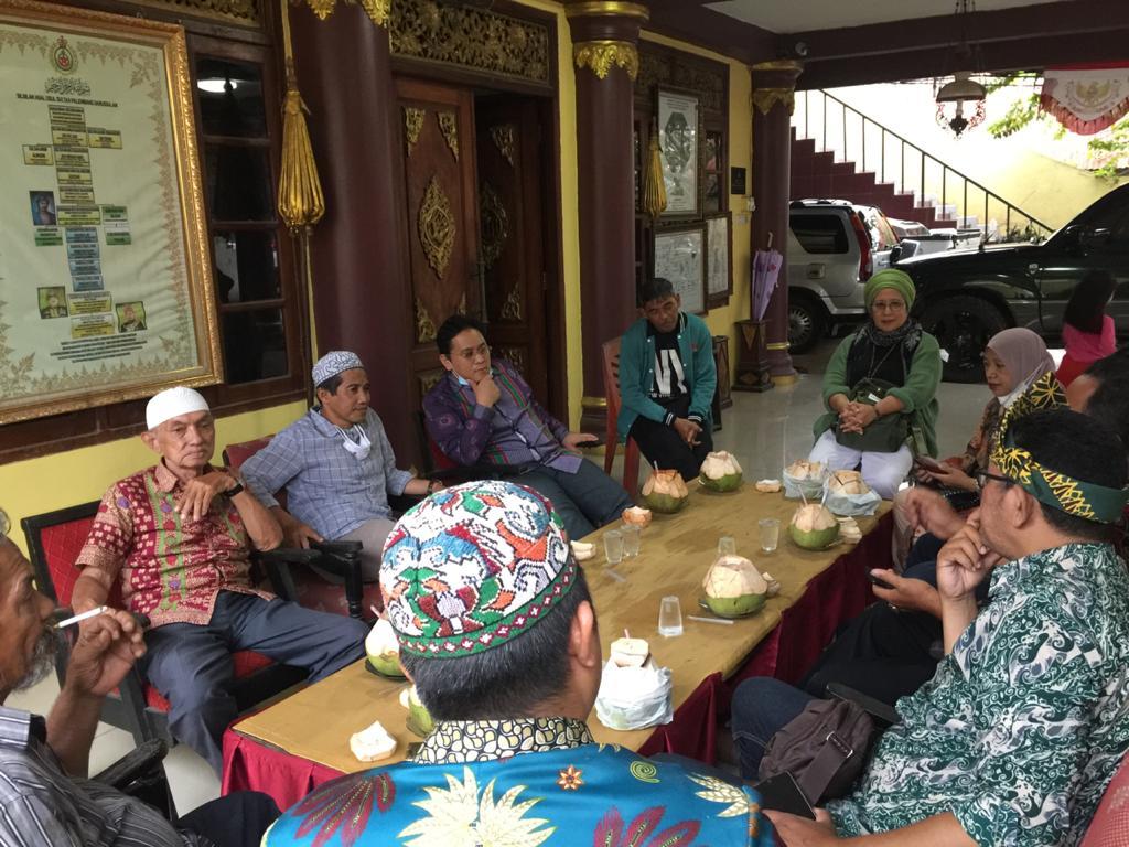 SMB IV menerima kunjunganSugeng Harianto adalah zuriat dari Pangeran Adipati Abdurrahman bin sultan Muhammad Bahauddin (Adik SMB II) di Istana Adat Kesultanan Palembang Darussalam di Jalan Sultan M Mansyur Palembang, Minggu (3/10)