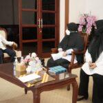 Kepala Taman Bacaan Masyarakat (TBM) Ridha, Ridhaini Simatupang melakukan audiensi dengan Bupati Asahan, Rabu (6/10)