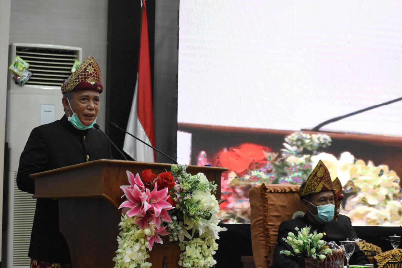 Bupati OKI, H Iskandar SE saat Rapat Paripurna HUT 76 OKI di Gedung DPRD OKI, Senin, (11/10).