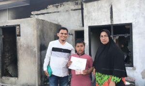 Yayasan Cahaya Aceh Kembali membantu salah satu yatim korban kebakaran di Desa Kajhu Kecamatan Baitussalam, Aceh Besar