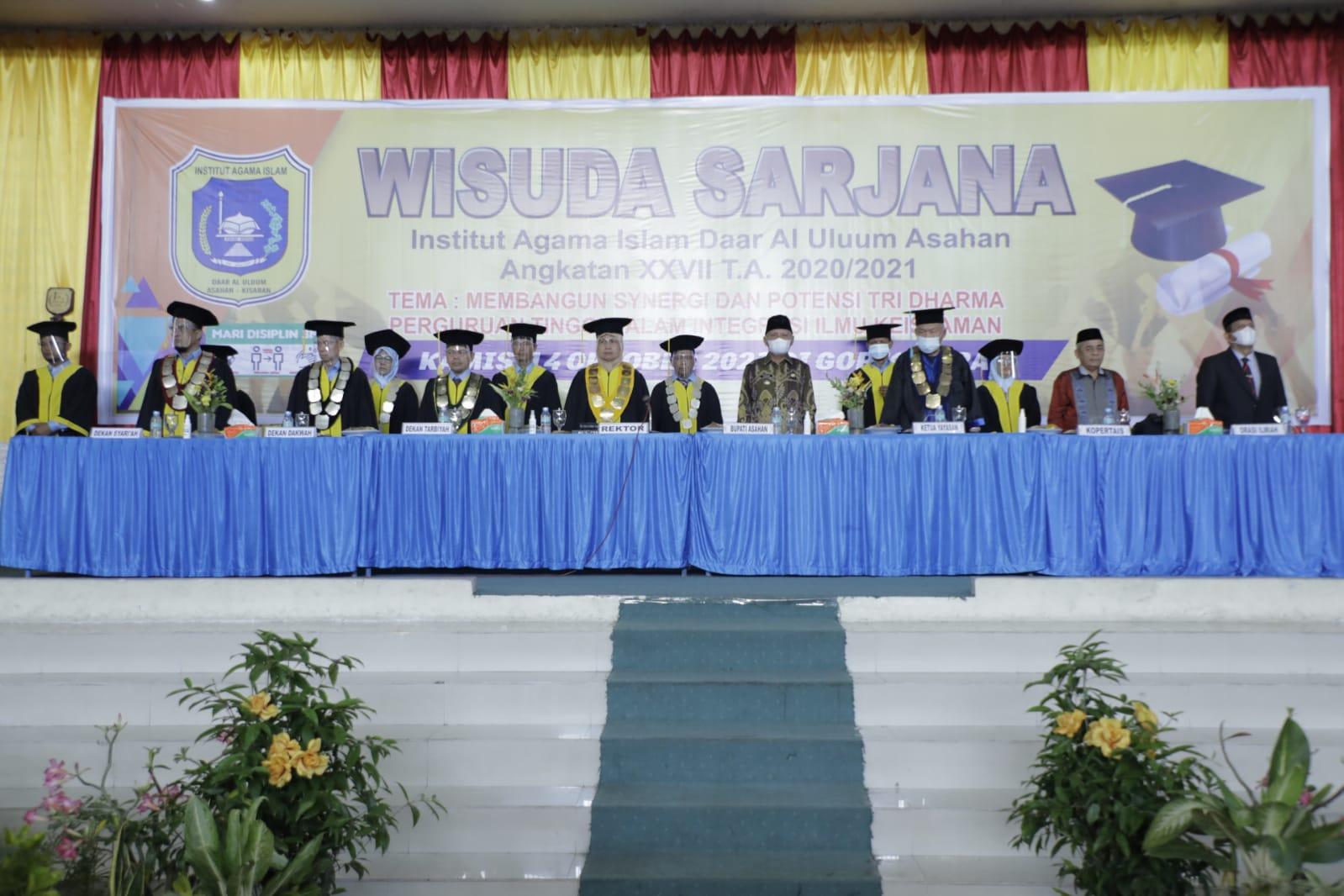 Bupati Asahan H Surya BSc menghadiri wisuda Sarjana Institut Agama Islam Daar Al Uluum (IAIDU) Asahan Angkatan XXVII Tahun Ajaran (TA) 2021/2021 di Gedung Serba Guna Kisaran, Kamis (14/10)