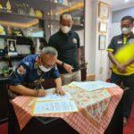 Penandatanganan nota kesepahaman oleh Asisten Deputi Pengelolaan Olahraga Rekreasi, Drs. Maifrizon, M.Si dan Ketua Umum PWI Pusat Atal S. Depari