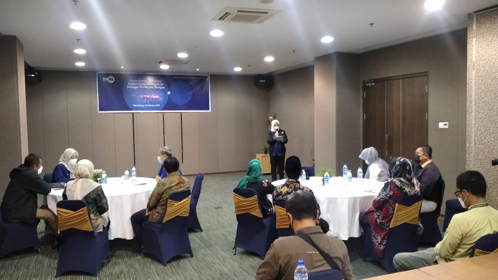 LPP TVRI menggelar Focus Group Discussion (FGD) dengan tema Kajian Dampak Penyiaran Sebagai Pemersatu Bangsa, Kamis (14/10) di Hotel Batiqa Palembang