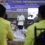 Bupati Asahan H Surya BSc saat sambutan pada Pelepasan dan Temu Ramah dengan Para mahasiswa/i serta Dosen pada Program Pertukaran Mahasiswa Merdeka Dalam Negeri Kemenristek Dikti di Luar Pulau Sumatera dan di Universitas Asahan, Jumat (15/10) malam di Rumah Dinas Bupati Asahan