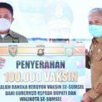 Penyerahan 100.000 ribu vaksin se-Sumsel dari Gubernur kepada Bupati dan Walikota se-Sumsel