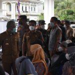 Bupati OKI, H Iskandar SE meninjau pelaksanaan vaksinasi Covid-19 bagi Kecamatan Lempuing di RS Pratama Tugu Jaya