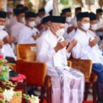 Setda Aceh, Taqwallah saat melaksanakan zikir dan doa bersama dengan para santri dalam rangka memperingati hari santri Nasional tahun 2021