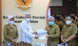Bupati OKI, H Iskandar SE saat mengajukan proposal kepada Wakil gubernur Sumsel, H Mawardi Yahya, Selasa (26/10)