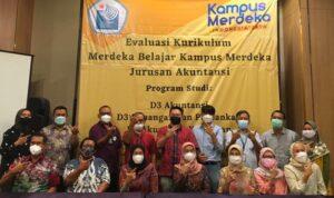 Workshopserta evaluasi atas Kurikulum Merdeka Belajar Kampus Merdeka